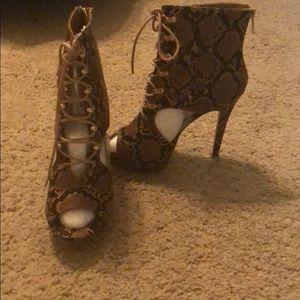 Shoe dazzle heels! Never worn.